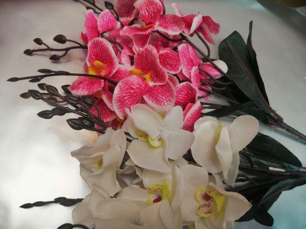 Ветка орхидеи, букет из 5 веточек, цвета разные высота 45см